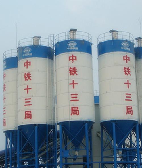 水泥仓(水泥罐)为圆柱形结构,底部由四条圆管支腿支撑整个仓体,整仓