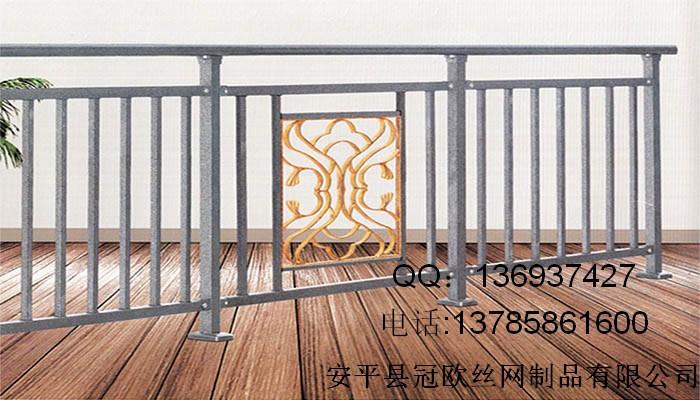 工业建筑的室内外楼梯,阳台,落地窗,自动电梯开口,玻璃幕墙护栏和挑台