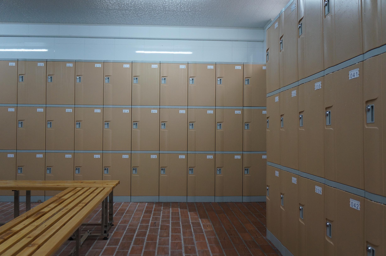 木质,钢制更衣柜易被腐蚀