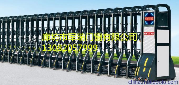 性能特点 1、精确导航、脱轨检测、纠偏幅度可调(三挡) 2、导航指示 、运行指示、工作状态可视操作 3、红外线防撞功能,确保人车安全 4、可扩展防爬报警功能 5、时间、 磁敏限位,多重保护 6、电子软启动功能,确保机头起步不摇动 7、超外差遥控接收,扩干扰能力强 电动门优点有: 1.