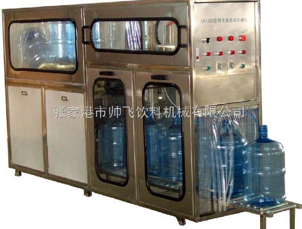 五加仑桶装水生产线由冲洗、滴干、灌装和压盖一体主机组成,适用于3-5加仑桶装饮用水的灌装生产。冲洗过程分三道工序:碱性液态除污剂内、外冲洗。碱性水、消毒水可循环使用。整个冲洗灌装封盖过程采用了PC电脑控制,本设备有连锁、信号、自测等安全装置。 整机由优质不锈钢制成,符合食品卫生要求,结构合理、操作方便、动作准确是目前桶装饮用水生产线的理想设备。