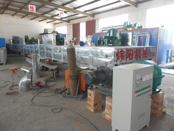 WMH-1系列木材专用烘干箱, 可烘干各种树种、各种规格、各种用途的木材,具有高效节能、安全可靠干燥周期短,干燥质量好、干燥成本低等优点,广泛用于大、中、小型木材加工企业,特别适用于经营木制品出口业务的厂家。木材烘干设备在正常运转时,燃料在燃烧室内充分燃烧,产生热能,在热能干燥系统内被干燥介质充分吸收,产生摄氏170度左右的温度,在循环风机的作用下,高温气流通过控制系统、输送系统,将高温热风输送到干燥室内对木材进行干燥处理。同时设备上的蒸汽发生装置,可产生大量的常压蒸汽,可根据干燥工艺的要求,适时将蒸汽送