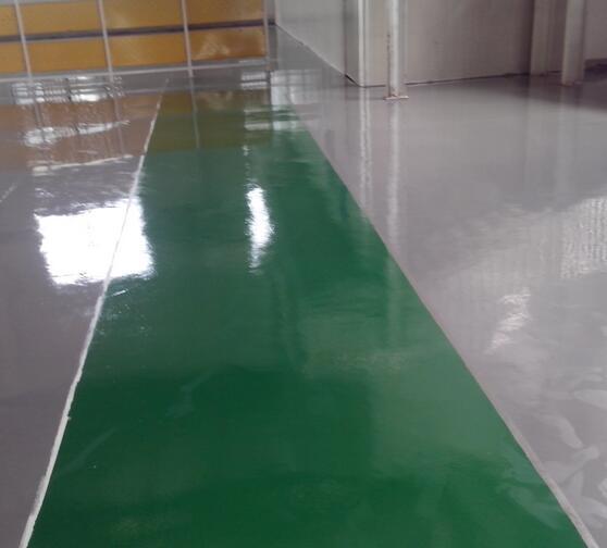 南京茂源装饰工程有限公司,是一家以销售及安装新型建筑装饰材料及建筑新产品为主营的综合性公司,下设市场部、销售部、工程部、财务部、售后服务部等部门。主要经营范围有:进口国产橡胶地板、PVC塑胶地板;亚麻地板;悬浮地板;满铺地毯、方块毯;环氧耐磨地坪;面层自流平;人造草坪。 环氧树脂防静电自流平地坪适用场所: 电子、精密仪器、线路板、航空航天等一切需要防静电的场所, 尤其适合于无尘洁净车间、需亮光效果、较长使用年限及对静电非常敏感的场所。   地坪特点:1、 面涂导电介质为碳纤维;2、 永久性导电,可快速导走