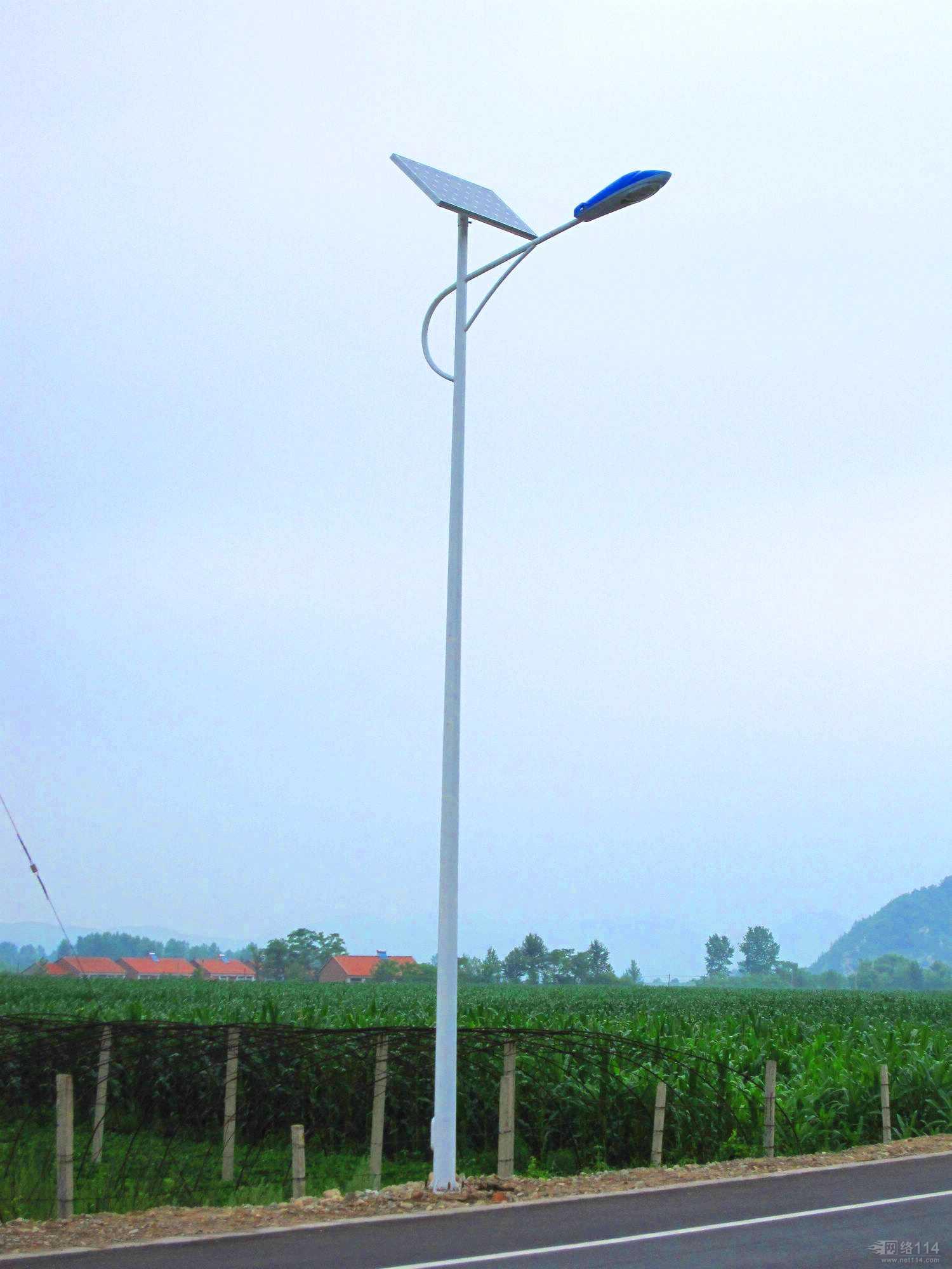 太阳能路灯具备pir人体感应功能