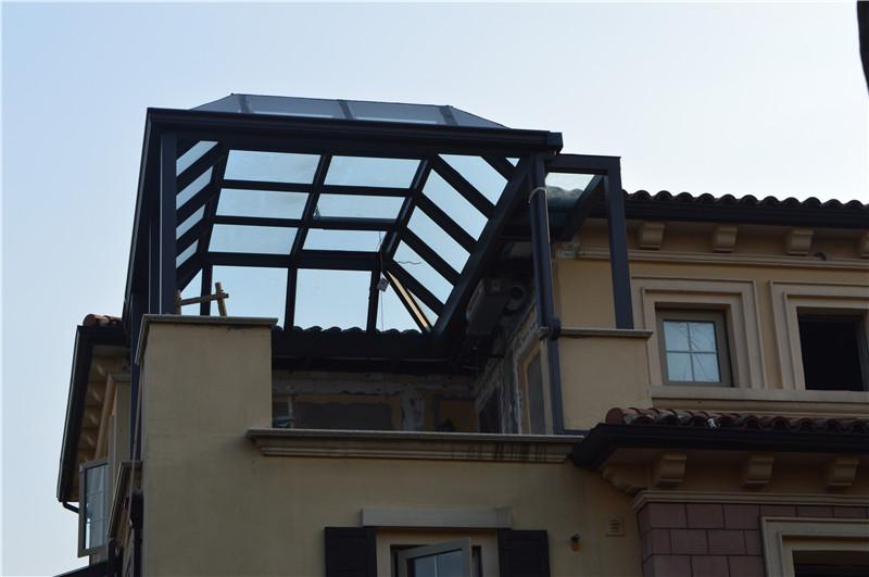 阳光房顶材料各有优缺点,在制作前一定要考虑好根据自己的需要选择