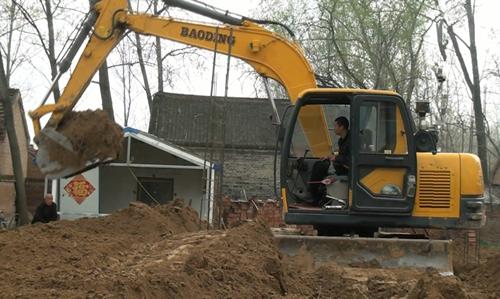 挖机修路装车-小型挖掘机报价 国产小型挖掘机报价