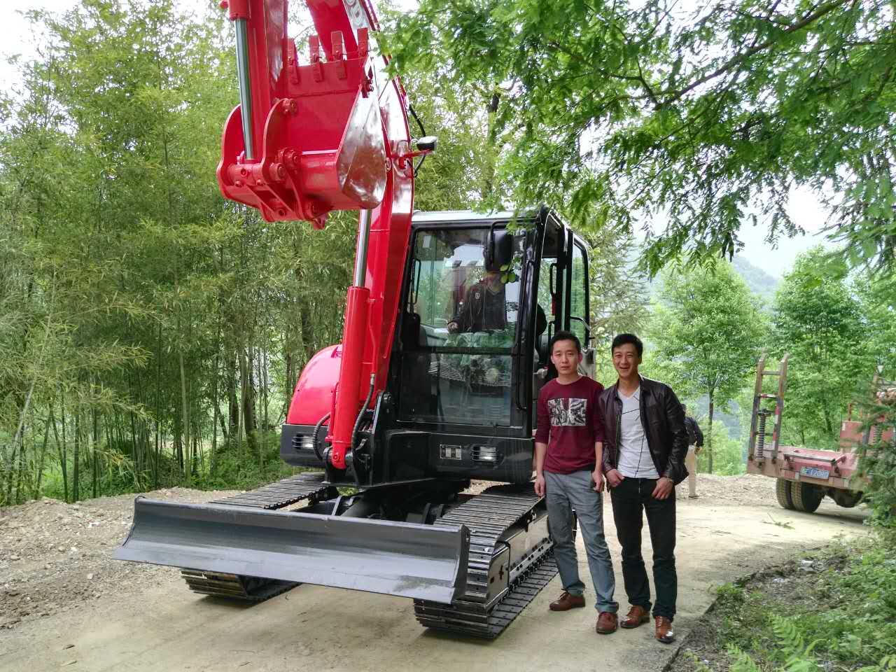 土方活,无论是修路、土方装车, 以宝鼎小型挖掘机为例,现在在农