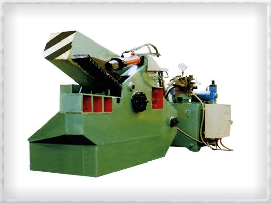 本鳄鱼式快速液压剪切机适用于各种断面形状的废金属冷态剪断。轧钢厂各种钢材定尺断切。本机带有快速装置,剪切速度比原来提高一倍。电机功率比同类厂家降低45%,大幅度节约能源,国内首创。 本公司的鳄鱼式快速液压剪切机型号有:FJD-1000鳄鱼式液压快速剪切机、FJD-1250鳄鱼式液压快速剪切机、FJD-1600鳄鱼式液压快速剪切机、FJD-2000鳄鱼式液压快速剪切机、FJD-2500鳄鱼式液压快速剪切机、FJD-4000鳄鱼式液压快速剪切机等。