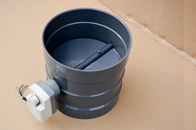 产品 pvc电动风阀直销   1,采用中线式碟板与短结构钢板焊接的新型图片