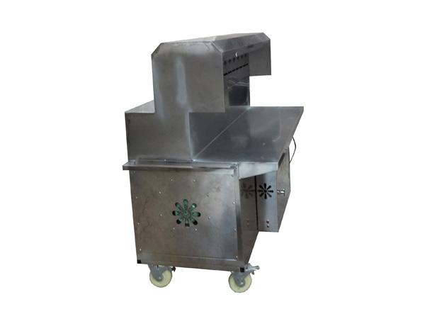 油烟从烧烤炉的上吸风口吸入,通过管道进入甩油系统,再进入净化器,由