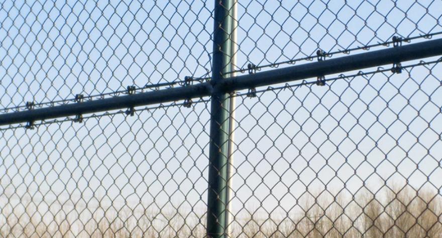 足球场铁丝网围栏