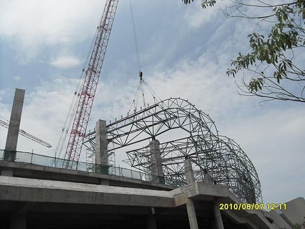 体育馆空间管桁架屋盖