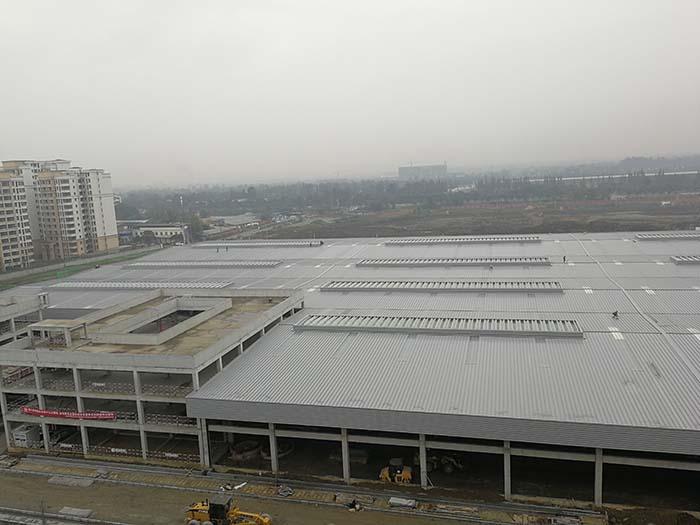 成都地鐵板橋停車場運用庫屋面系統及檐口裝飾安裝工程