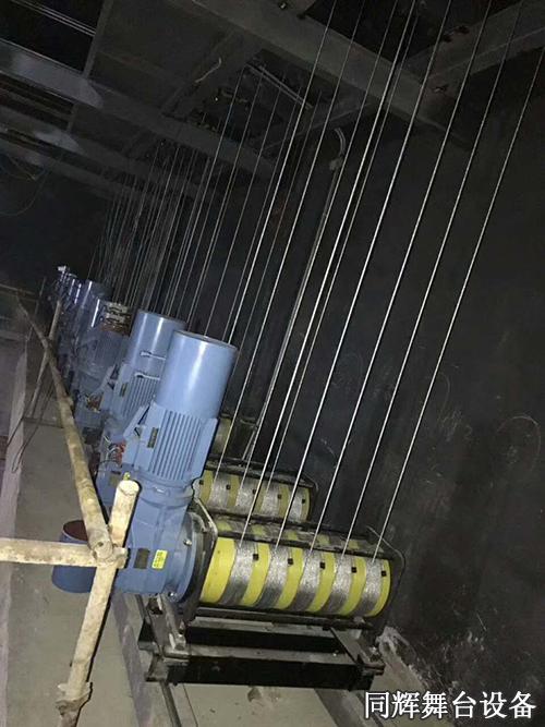 单排绕吊杆升降机