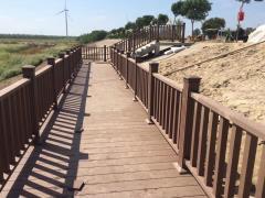 防腐木小橋