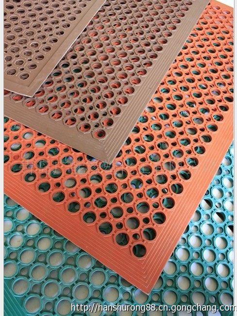 青島廠家供應青島橡膠地墊,排水防滑墊,排水橡膠墊