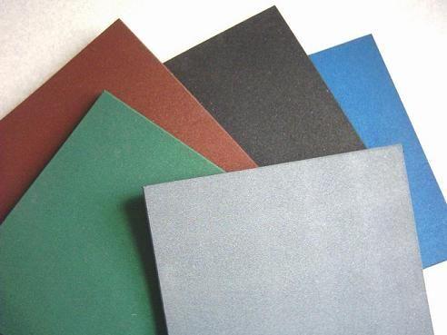 廠家銷售橡膠顆粒地磚、健身房地磚、幼兒園用彩色地磚