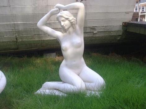 汉白玉石像