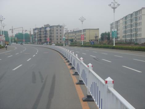 热镀锌钢质道路护栏