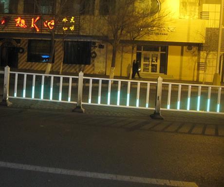 可移动式护栏