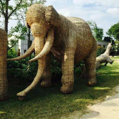 大象稻草人