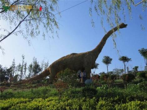 恐龙稻草工艺品