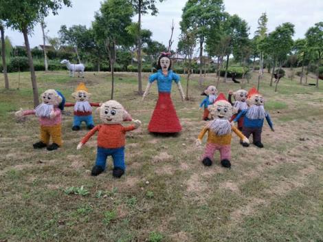白雪公主与七个小矮人稻草工艺品
