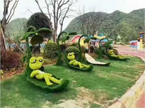 青蛙晒太阳主题绿雕