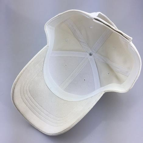 白色棒球帽