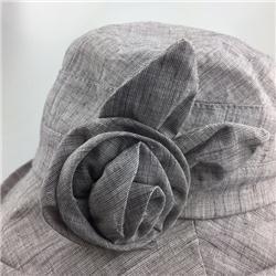 浅灰色晚帽