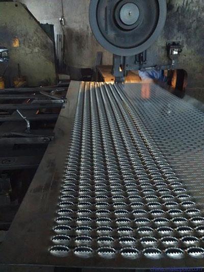 热镀锌鳄鱼嘴防滑板加工厂家