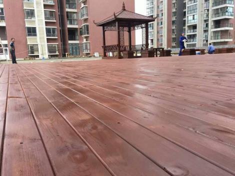 防腐木地板哪家好