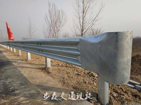 高速公路三波护栏安装