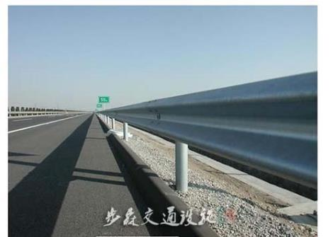 高速公路三波护栏施工