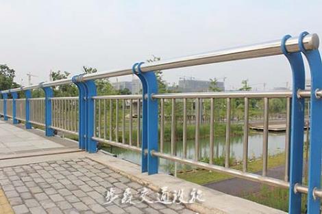 桥梁护栏安装