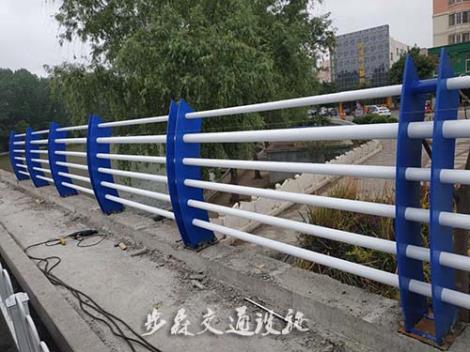 桥梁护栏施工