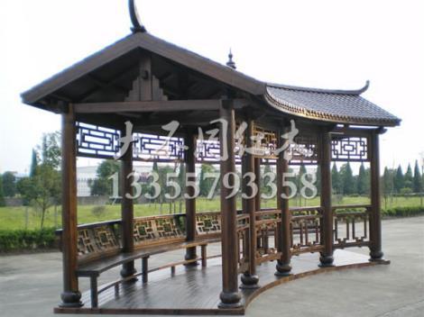 弧形木制长廊