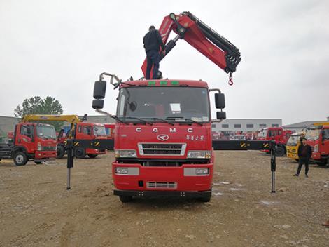 华凌之星三一25吨折臂吊