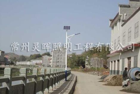 太阳能高杆路灯供应商