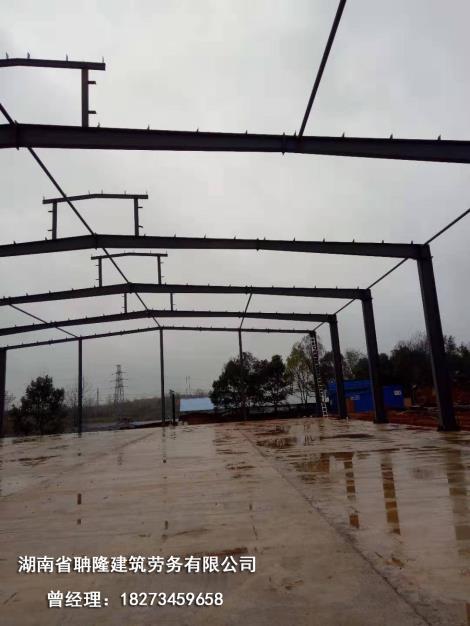 鋼結構廠房鋼骨架搭設成型