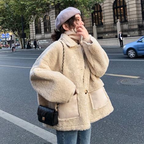 羊羔毛外套