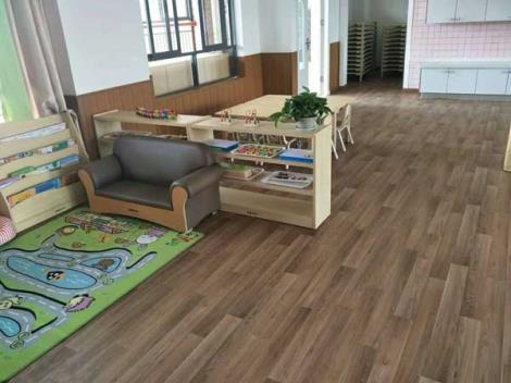 幼儿园木地板安装