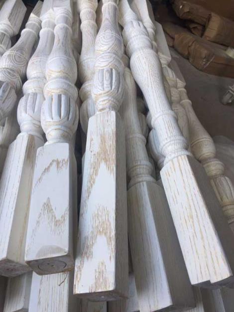 橡木楼梯扶手安装