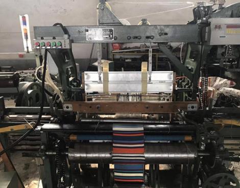 民族服装织机