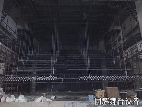 单排绕吊杆升降机安装