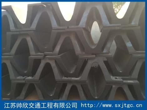 V型拱型橡胶护舷生产厂家