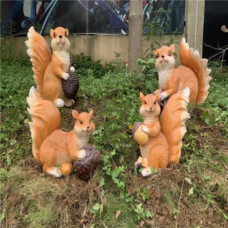 梅州戶外公園定制松鼠雕塑 仿真玻璃鋼動物雕塑生產廠家