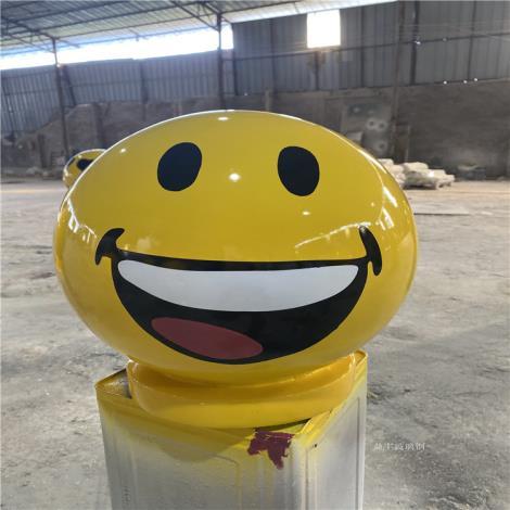 網紅卡通表情包造型雕塑 玻璃鋼表情包雕塑供應