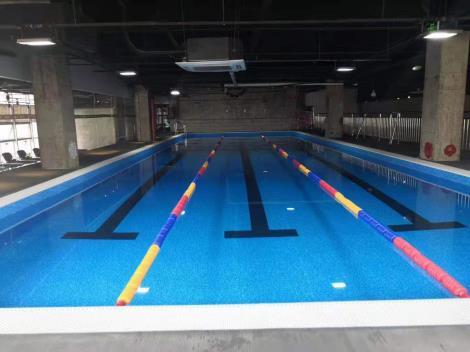 健身会所泳池